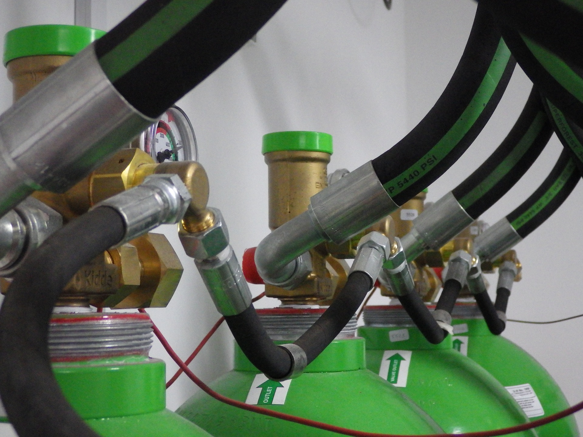 4 connected gas tanks leading towards the camera on stable pressure